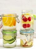 Zdrowa zdrój woda z owoc i warzywo i pomarańczowa zdrój woda Fotografia Royalty Free