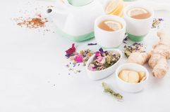 Zdrowa ziołowa herbata z cytryną i imbirem Przeciwutleniacza, detox i odświeżenia napój, Obrazy Royalty Free