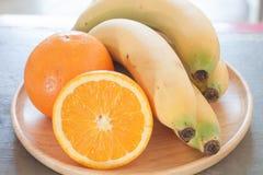 Zdrowe owoc z pomarańczami i bananami Zdjęcie Royalty Free