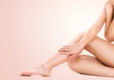 Zdrowe piękne kobiet nogi obrazy royalty free