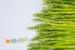 Zdrowego żniwa asparagusa i ` weganinu Świeży ` zdjęcie royalty free