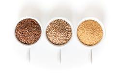 Zdrowego karmowych składników 3 glutenu adra bezpłatny len, amarant i sezamowi ziarna na białym tle typ, zdjęcia stock