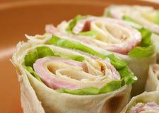 Zdrowego świetlicowej kanapki pita chlebowa rolka Fotografia Stock