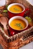Zdrowej diety jarska polewka w kubkach Zdjęcie Royalty Free