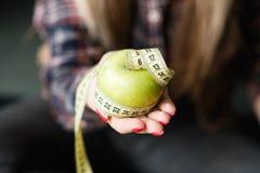 Zdrowej karmowej diety przekąski zrównoważony jarski jabłko fotografia stock
