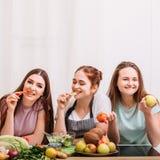 Zdrowej odżywianie diety przekąski karmowi veggies sałatkowi zdjęcia stock