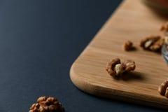 Zdrowi Śniadaniowi składniki: orzechy włoscy obraz royalty free