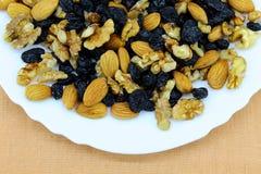 Zdrowi i smakowici produkty na talerzu obrazy stock