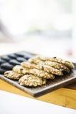 Zdrowi naturalni oatmeal ciastka na drewnianej tacy Fotografia Royalty Free
