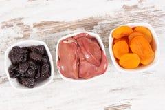 Zdrowi produkty jako źródło witamina A, kopaliny i żywienioniowy włókno, odżywczy łasowania pojęcie zdjęcie royalty free
