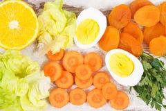 Zdrowi produkty jako źródło witamina A, kopaliny i żywienioniowy włókno, odżywczy łasowania pojęcie obraz stock