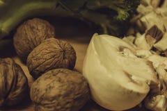 Zdrowi składników brokuły, dokrętki i pieczarki, obraz stock