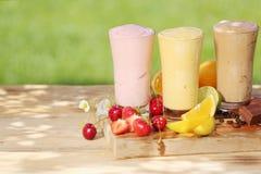 Zdrowi smoothie milkshake napoje obrazy royalty free