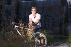 Zdrowi stylu życia i sporta pojęcia Kaukaska męska atleta zdjęcia royalty free