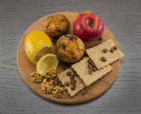 Zdrowia jedzenie na tnącej desce Fotografia Stock