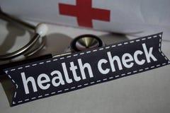 Zdrowie czeka wiadomość z stetoskopem, opieki zdrowotnej pojęcie zdjęcie stock