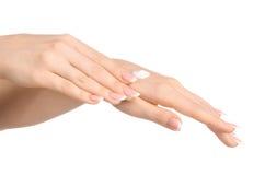 Zdrowie i ciała opieki temat: piękna żeńska ręka z białą śmietanką odizolowywającą na białym tle, ręka masaż Fotografia Stock
