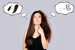 Zdrowie i piękno Młoda kobieta target56_0_ przy rozszczepione końcówka Włosy porady zdjęcia stock