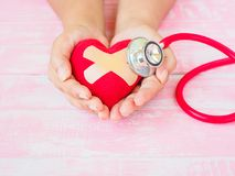 Zdrowie i pojęcie medyczny, miłość i valentine, Czerwony serce na w Fotografia Stock