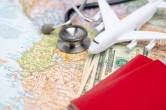 Zdrowie, medyczna turystyka lub cudzoziemska asekuracyjna podróż/ zdjęcia royalty free