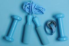 Zdrowie sprawności fizycznej i reżimu symbole dumbbells rope target69_0_ zdjęcia royalty free