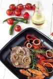 Zdrowotny półmisek mięsa, piec na grillu stek obrazy royalty free