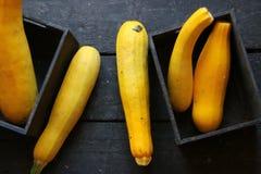 Zdrowy łasowanie, jedzenie, dieting pomysł Surowy Organicznie Żółty Zucchini Obrazy Stock