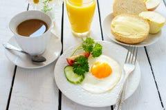 Zdrowy śniadanie: smażący jabłko i jajko Obrazy Stock