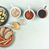 Zdrowy śniadanie z avocado pomarańczami i oatmeal Zdjęcia Stock