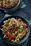 Zdrowy azjatykci jedzenie, udon kluski z wołowiną i warzywa, Obrazy Royalty Free