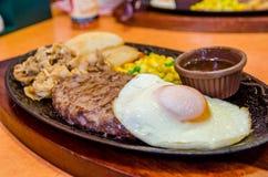 Zdrowy chudy piec na grillu rzadki wołowina stek Obraz Stock