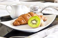 Zdrowy deser słuzyć bezpośrednio łóżko obrazy royalty free