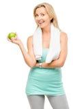 Zdrowy dojrzały kobiety ćwiczenia zieleni jabłko odizolowywający na bielu plecy Zdjęcia Stock