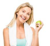 Zdrowy dojrzały kobiety ćwiczenia zieleni jabłko odizolowywający na bielu plecy Zdjęcia Royalty Free