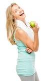 Zdrowy dojrzały kobiety ćwiczenia zieleni jabłko odizolowywający na bielu plecy Obrazy Stock