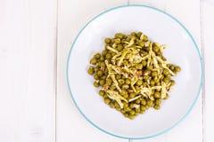 Zdrowy i dieta jedzenie bez mięsa: Zieleni grochy i ser w pes Fotografia Stock
