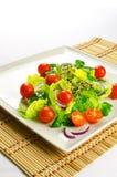 Zdrowy jedzenie gubić ciężar: świeża sałatka Zdjęcie Stock