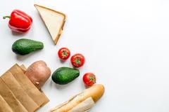 Zdrowy jedzenie w pakunku na bielu stołu tła odgórnego widoku egzaminie próbnym up Obrazy Royalty Free
