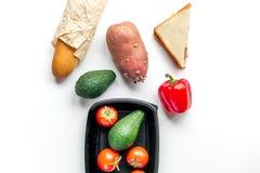 Zdrowy jedzenie w pakunku na bielu stołu tła odgórnego widoku egzaminie próbnym up Zdjęcia Royalty Free