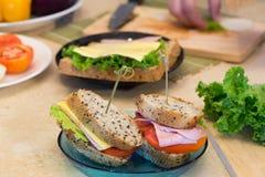 Zdrowy kanapka baleronu ser Zdjęcia Royalty Free