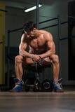 Zdrowy mężczyzna Odpoczywa Po ćwiczenia Fotografia Royalty Free