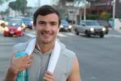 Zdrowy męski ono uśmiecha się po pracującego out w miasto ulicach Fotografia Royalty Free