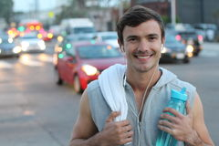 Zdrowy męski ono uśmiecha się po pracującego out w miasto ulicach Zdjęcie Royalty Free