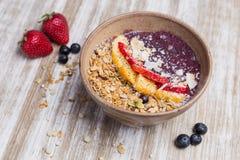Zdrowy mango, truskawki deser z i fotografia stock