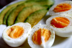 Zdrowy śniadanie - avocado i jajka Zdjęcia Stock