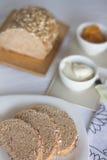 Zdrowy śniadanie: dojna kawa z grzankami Fotografia Stock