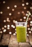 Zdrowy organicznie warzywa i ziele smoothie fotografia royalty free
