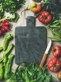 Zdrowy sezonowy karmowy kulinarny tło z sezonowymi warzywami zdjęcia royalty free