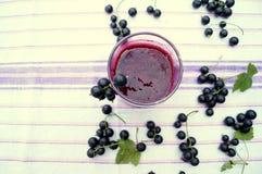 Zdrowy smoothie od jagody blackcurrant witaminy napój, lato deserów pojęcie Zdjęcia Stock
