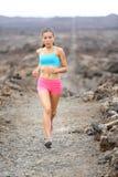 Zdrowy stylu życia biegacza kobiety śladu bieg zdjęcie stock